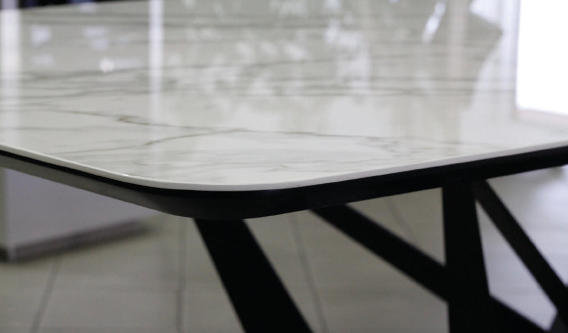 Mặt bàn ăn sử dụng acrylic chống xước 6h